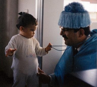Germán Rueda, en octubre de 1988, con su hija Ana, actualmente profesora de filosofía, el día que la Universidad de Cantabria hizo Dr. Honoris Causa a Don Juan de Borbón, conde de Barcelona