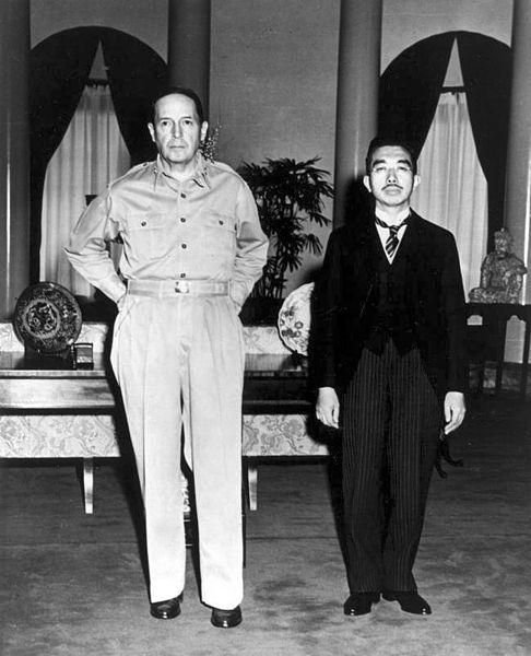 MCARTHUR EMPERADOR JAPONES